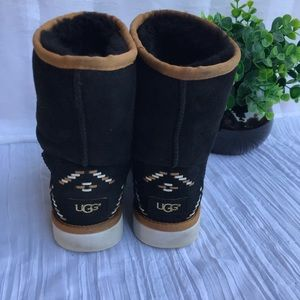 UGG🍁🍂Rustic Wave Black Size 6 women's